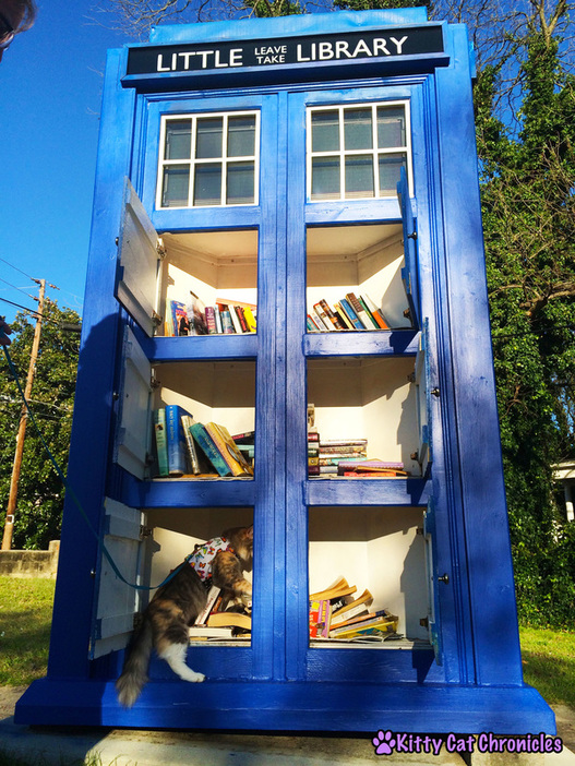 Wordless on #WobblyWednesday: A Day in the Park with Sophie & Lucy - Sophie at the Tardis