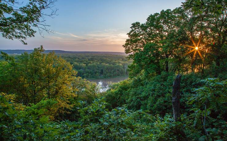Best Cities for Cat Lovers & Adventure Cats: Kansas City, MO - Weston Bend State Park